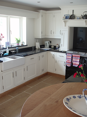Plain White Shaker Style Kitchen With Oak Trim View 3